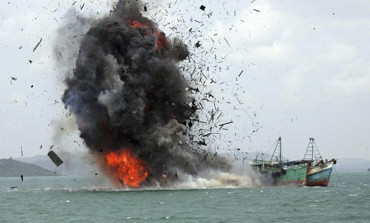 Indonezi: 17 të zhdukur në anije ngarkese, përplasje mes anijeve të peshkimit
