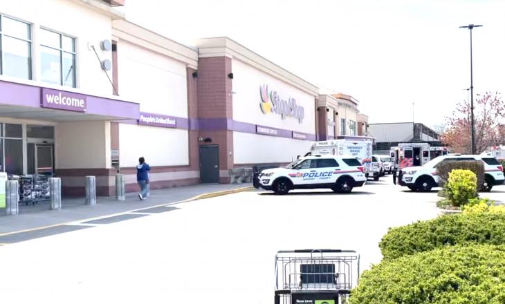 Nga të shtënat në një dyqan ushqimesh në New York, një person ka humbur jetën dhe dy të tjerë janë plagosur