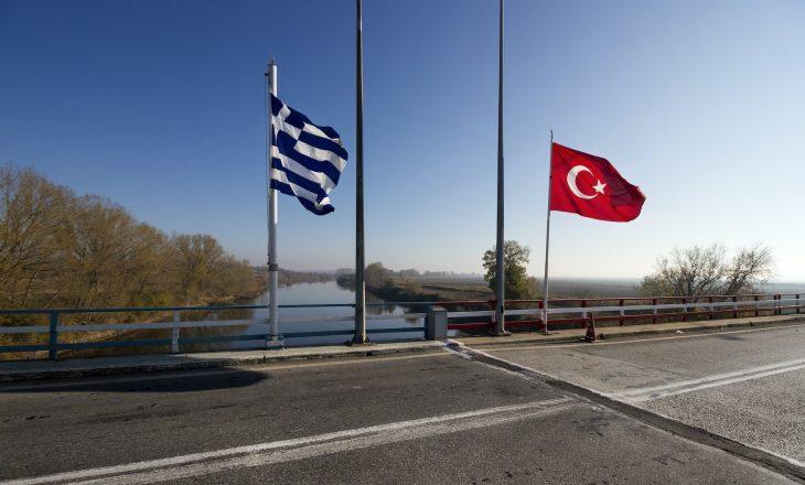 Greqia akuzon Turqinë se po përpiqet ta provokojë me anije të emigrantëve