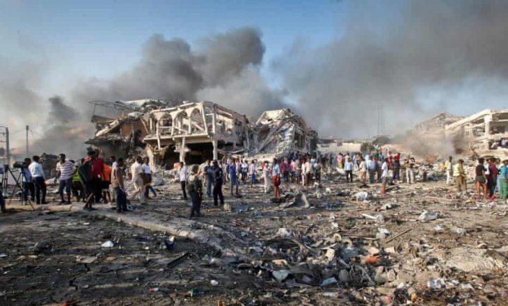 Somali: Bomba vetëvrasëse vret pesë persona në sulmin mbi një dyqan të çajit në Mogadishu