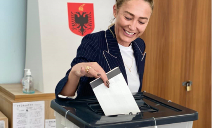 Anita Haradinaj voton në Shqipëri: Këto zgjedhje përcaktojnë të ardhmen Evropiane