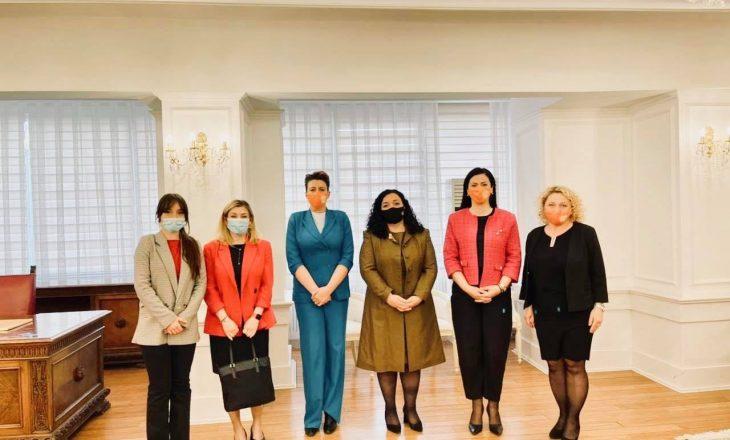 Osmani takohet me përfaqësueset e UN Woman, bisedojnë për të drejtat e grave