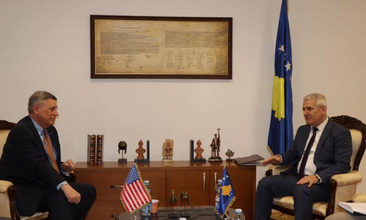 Sveçla takohet me Kosnettin, diskutojnë për çështjet anti-korrupsion, sundimin e ligjit e qeverisjen