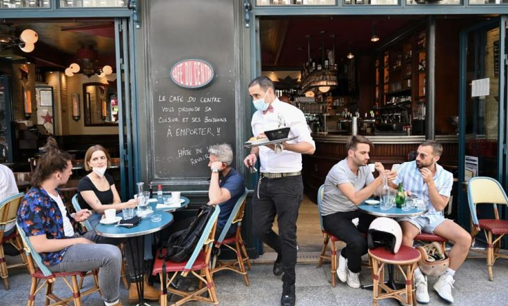 Franca nga 19 maji hap baret, restorantet dhe dyqanet