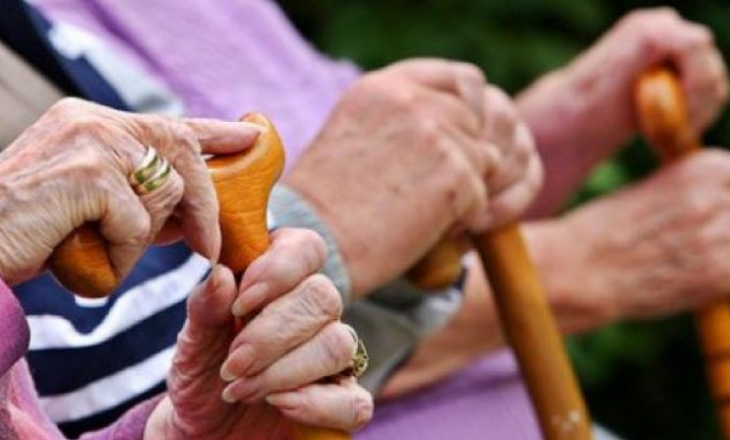 Pensionistët paralajmërojnë protesta e greva nëse nuk i marrin shtesat prej 30 eurove