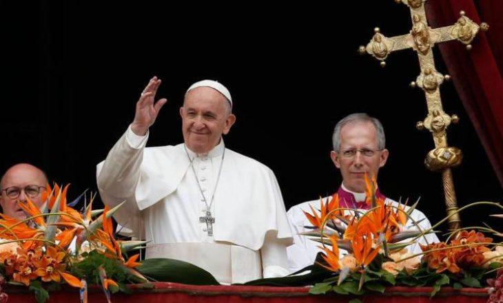 Papa në mesazhin e Pashkëve: Të shpërndahen vaksinat edhe në vendet e varfra