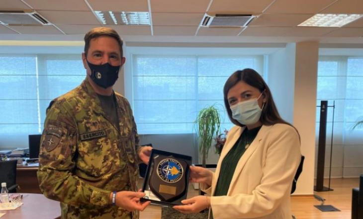 Haxhiu takon komandantin e KFOR-it, flasin për prioritetet e drejtësisë në Kosovë