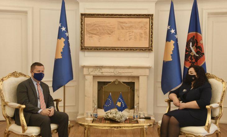 BE premton mbështetje për Kosovën rreth vaksinimit kundër COVID-19