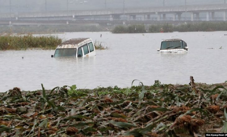 71 të vdekur nga vërshimet në Indonezi