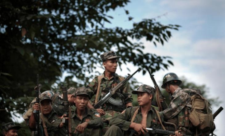 Së paku 10 policë në Mianmar u vranë nga sulmet e ushtrive etnike të vendit që përkrahin protestuesit kundër grusht-shtetit