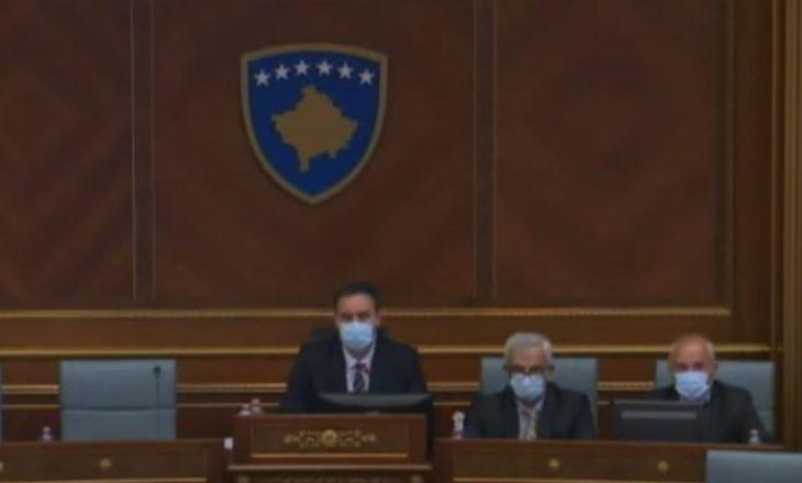Seanca e Kuvendit nis me ngushëllime për vdekjen e babait të ish-kryeparlamentarit Kadri Veseli