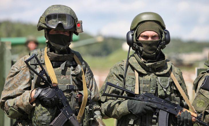 Merkel kërkon nga Putini të tërheqë trupat ruse nga kufiri me Ukrainën