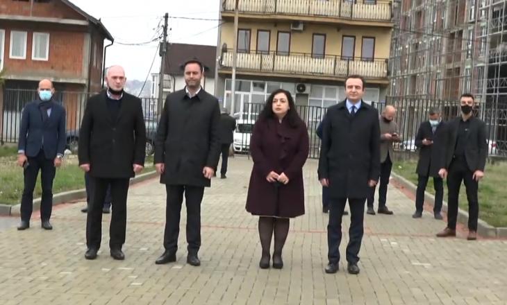Osmani, Kurti e Konjufca nderojnë martirët e Prishtinës, iu kërkohet rregullimi i varreve të dëshmorëve