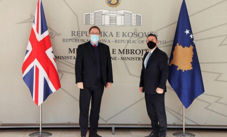 Abbott takohet me ministrin Mehaj, ofron mbështetje për FSK-në