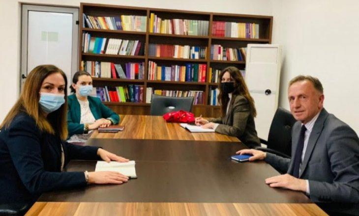Sindikalistët kërkojnë nga 100 euro shtesë për punëtorët teknikë të shkollave