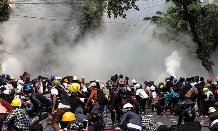 11 të vrarë në protestat e reja në Birmani