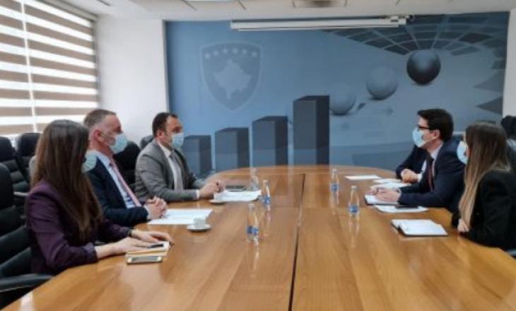 Ministri i Financave takohet me përfaqësuesit e Odës së Afarizmit, bisedohet për Ligjin e Punës