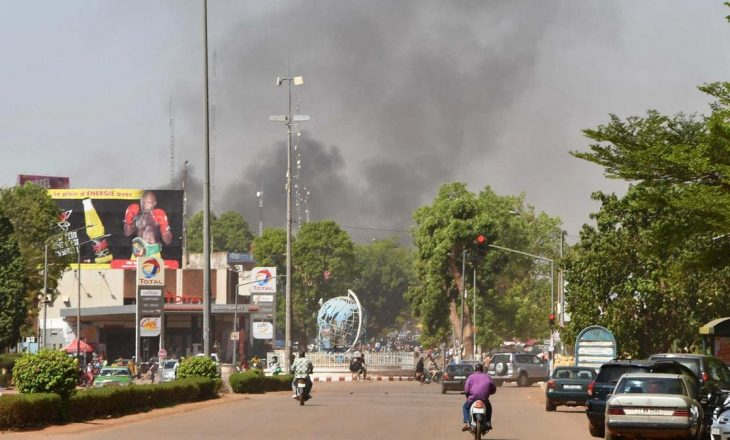 Njerëz të armatosur vrasin 18 persona në një sulm në Burkina Faso, detyrojnë shumë të tjerë të zhvendosen