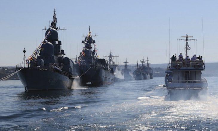 Rusia bllokon Detin e Zi për anijet luftarake të shteteve të huaja, aleatët thonë se Rusia po përgatitet të hyjë në portet ukrainase në Detin Azov