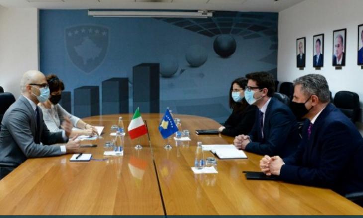 Ministri Murati priti në takim ambasadorin e Italisë në Kosovë Nicola Orlando