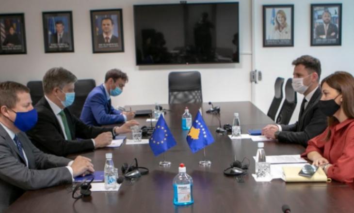 Haxhiu takohet me Shefin e Zyrës së Bashkimit Evropian në Kosovë dhe Shefin e EULEX-it