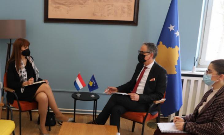 Vitia takon ambasadoren e Luksemburgut