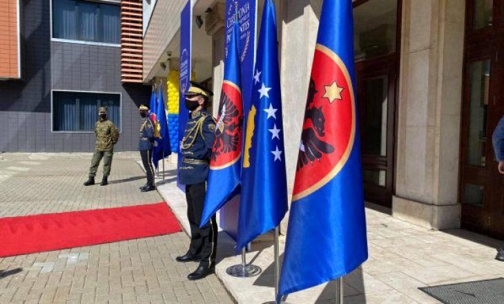 """""""Flamuri partiak në ceremoninë e inaugurimit të Presidentes, s'është tregues i karakterit unifikues"""""""