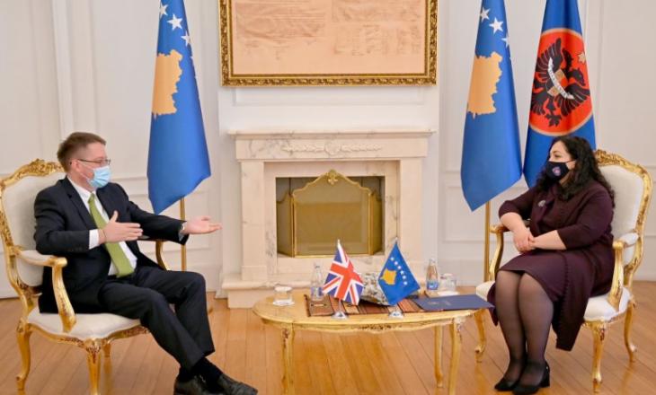 Osmani takohet me Abbottin, diskutojnë për sigurimin e vaksinës për Kosovën