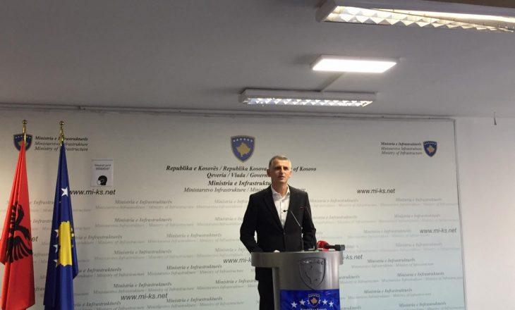 Zëvendësministri Durmishi e gjen të thyer derën e zyrës ku i mban takimet