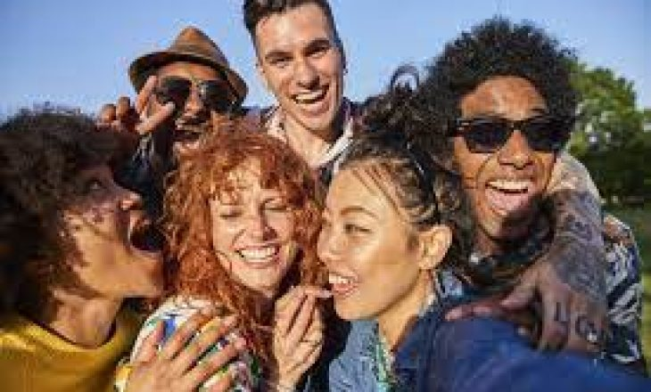 Cili është numri ideal i miqve që duhet të keni në jetë?