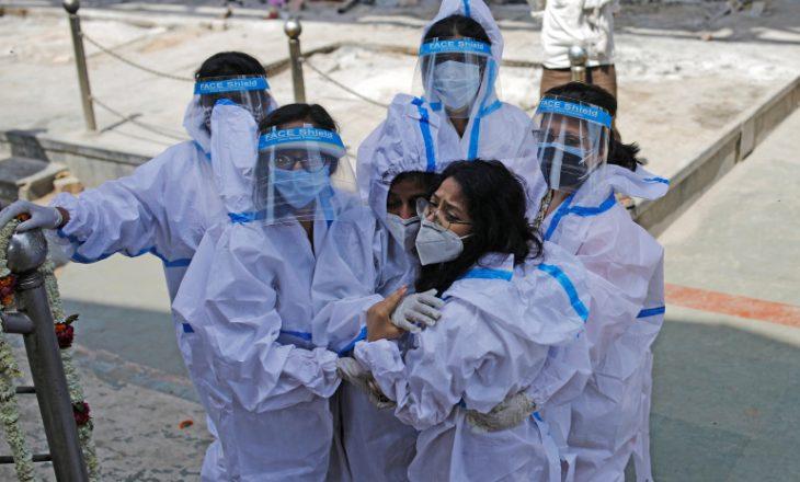 India vazhdon të raportojë çdo ditë mbi 300 mijë infeksione me COVID-19