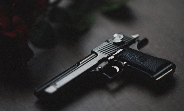Arrestohet një femër për gjuajtje me armë