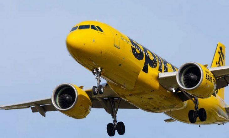 Aeroplani detyrohet të aterojë në mes të fluturimit – dikush u përpoq të hapte derën