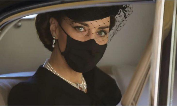 Çka simbolizojnë bizhuteritë që Kate Middleton zgjodhi për funeralin e Princit Philip?