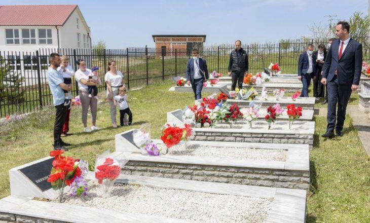 Konjufca nderon 170 shqipëtarë të rënë në Vërboc dhe Shtuticë të Drenasit