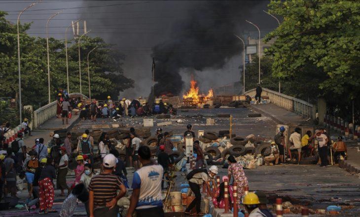 Vazhdojnë protestat kundër puçit ushtarak në Mianmar, shkon në 745 numri i viktimave nga ndërhyrja e dhunshme e policisë