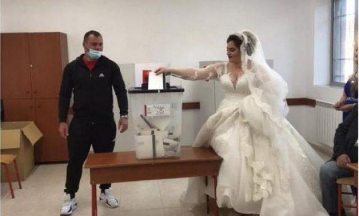 Shqipëri: Nusja nga Kavaja shkon të votojë me fustan nusërie në qendrën e votimit