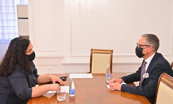 Osmani takohet me Vitinë, diskutojnë për sigurimin e vaksinave anti-COVID