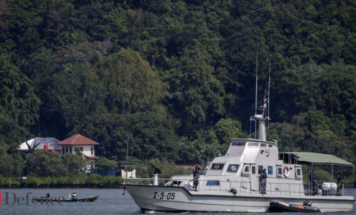 Indonezi: Fillojnë kërkimet për nëndetësen e zhdukur e cila kishte 53 persona në bord