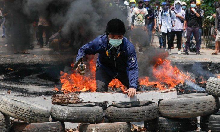 Ushtria vret edhe 80 njerëz në Burma