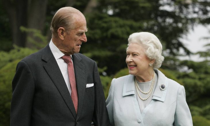 Publikohet një fotografi e rrallë e Mbretëreshës Elizabeth me Princin Philip
