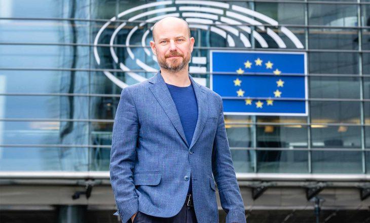 Eurodeputeti për dialogun Kosovë-Serbi:  Topi në Prishtinë, e jo në Beograd