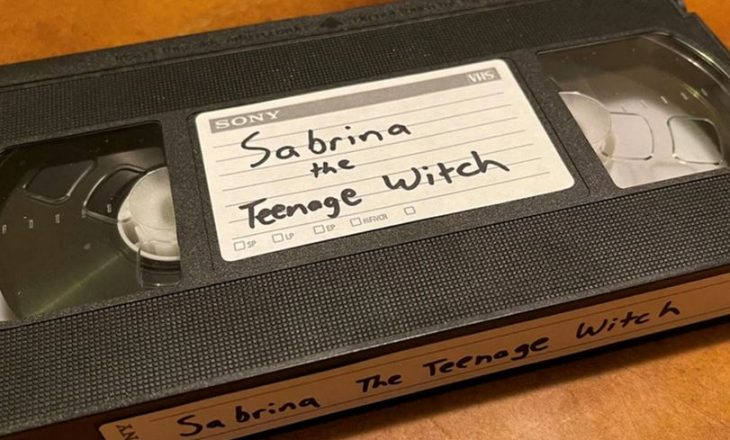Nuk ktheu kasetën për 21 vjet – një grua po përballet me akuza federale