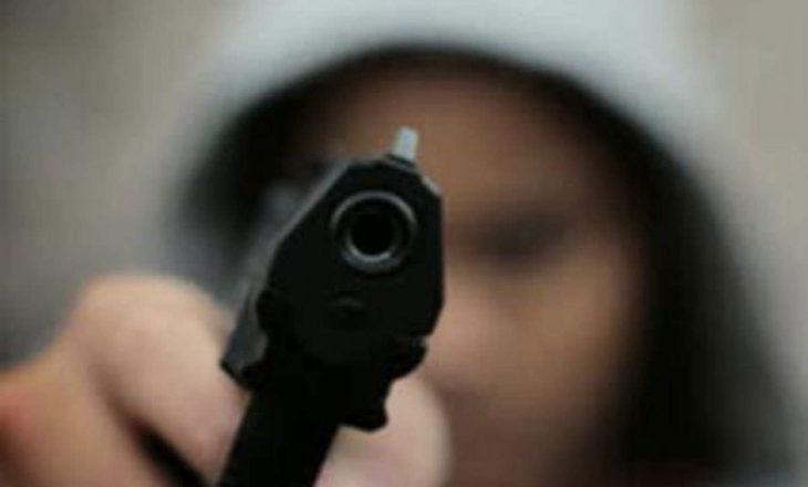 Reperi i njohur në gjendje kritike pas të shtënave me armë