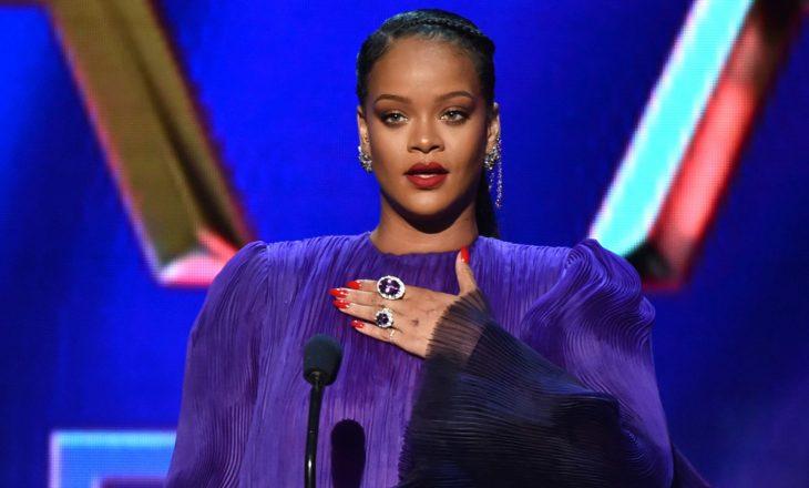Rihanna doli për darkë e veshur me të brendshme