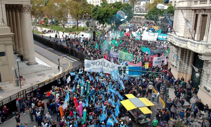 Në Argjentinë protestohet kundër mbylljes së shkollave dhe kalimit në mësim online shkaku i pandemisë së Coronavirusit