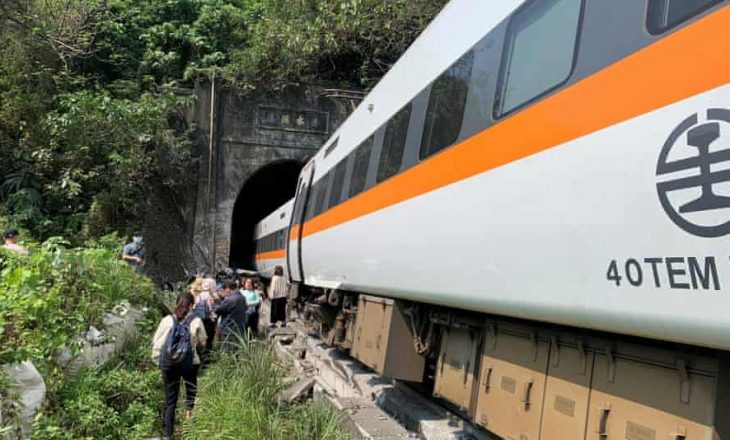 Aksidentohet Treni në Tajvan, 34 të vdekur