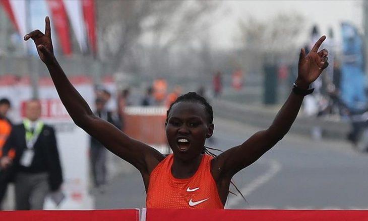 Atletja keniane Chepngetich theu rekord botëror në Gjysmë Maratonën e Stambollit