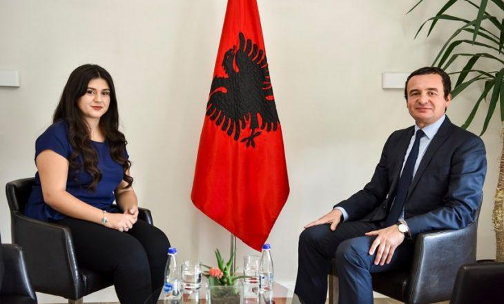 Yllza Hoxha merr mandatin e deputetes si zëvendësuese e Vjosa Osmanit