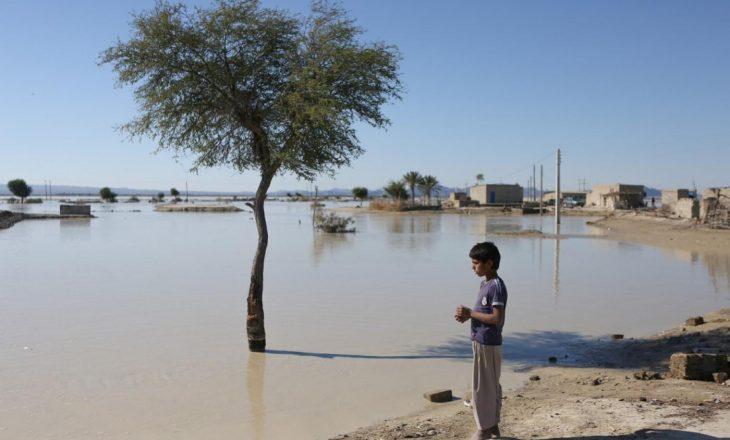 Nga përmbytjet e reshjeve të shiut në Iran, së paku 10 persona kanë humbur jetën